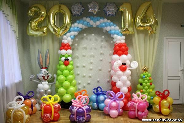 Украшения шарами витрину на новый год фото